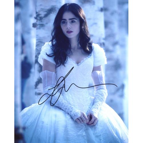 Lily Collins MIRROR MIRROR In Person Signed Photo